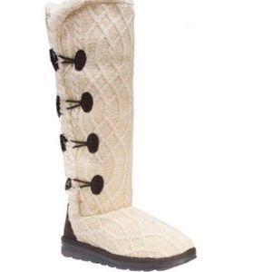 Winter Mukluk knit boots 🧶